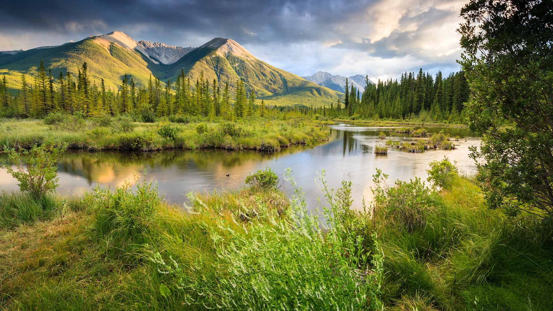 Vermilion Lakes, Canadian Rocky Mountains (? Glowing Earth Photography/Getty Images)