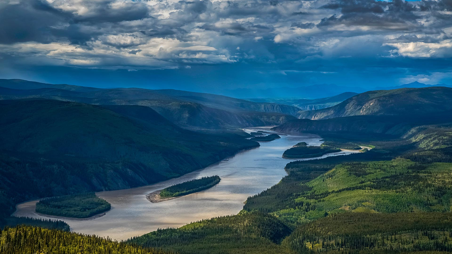 Yukon River viewed from the Midnight Dome, Dawson City, Yukon, Canada (© Robert Postma/Getty Images)