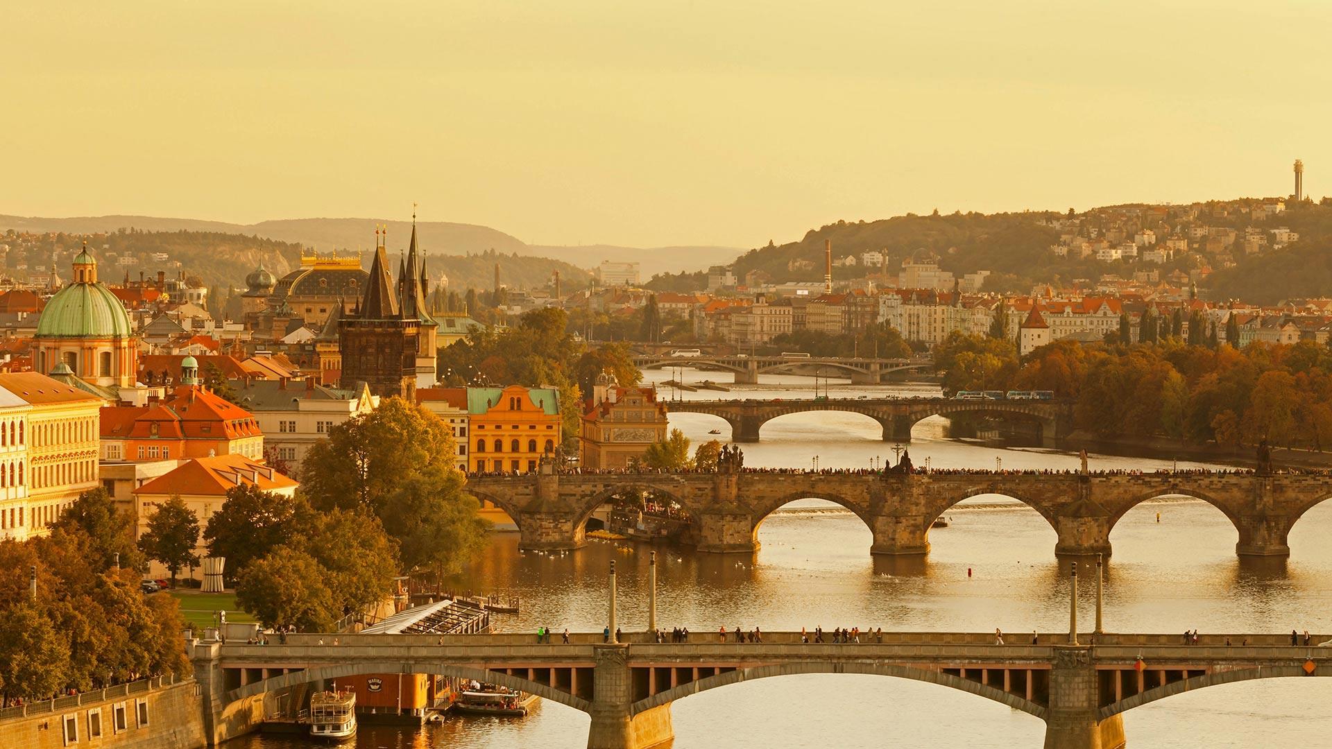 For the 30th anniversary of the Velvet Revolution, bridges over the Vltava River, Prague, Czech Republic (© Markus Lange/Offset)