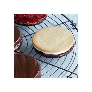 paul-hollywoods-wagon-wheels-biscuits-the-great-british image