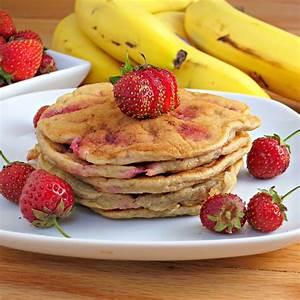strawberry-banana-pancakes-alidas-kitchen image