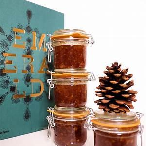 holiday-jam-recipe-apple-pie-in-a-jar-the-stripe image