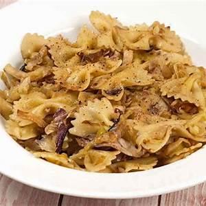 pasta-with-cabbage-radicchio-and-garlic image