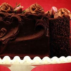 double-fudge-chocolate-cake-canadian-goodness image