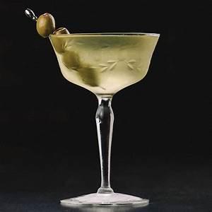 dirty-martini-cocktail-recipe-liquorcom image