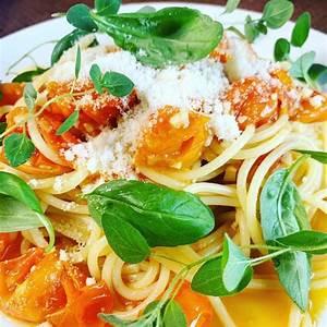15-minute-pasta-with-burst-cherry-tomato-sauce-big image