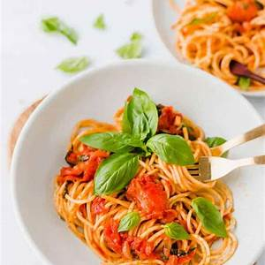 spaghetti-pomodoro-recipe-so-good-so-easy-aline-made image