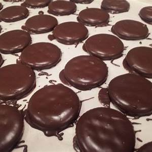 lauries-ritz-y-thin-mint-cookies-recipe-sparkrecipes image