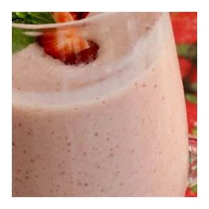 serenas-strawberry-lassi-review-by-h-chan image