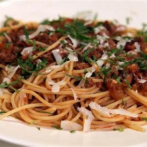 spaghetti-with-bacon-and-beef-sauce-recipe-rachael-ray image