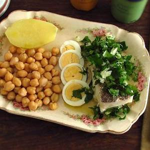 cooked-chickpeas-with-cod-food-from-portugal image