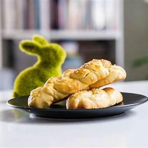 greekmacedonian-easter-biscuits-koulourakia-recipe-the image