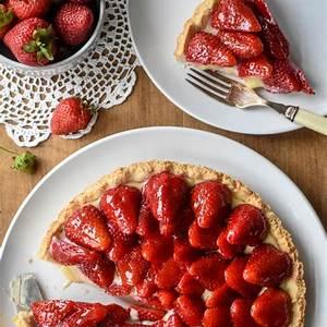 classic-french-strawberry-tart-tarte-aux-fraises image
