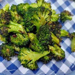 spicy-grilled-broccoli-sweetgreen-copycat image