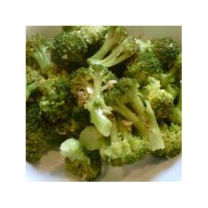 steamed-broccoli-with-olive-oil-garlic-and-lemon-the image
