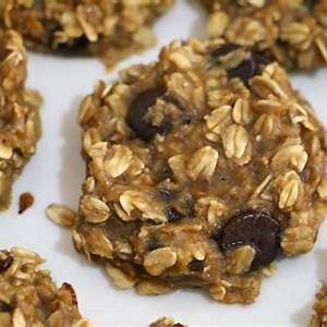healthy-peanut-butter-oatmeal-chocolate-chip-cookies image