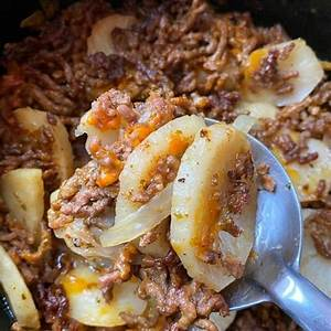 best-slow-cooker-ground-beef-and-potato-au-gratin image