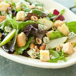 recipe-mixed-green-salad-with-pears-hazelnuts-blue image
