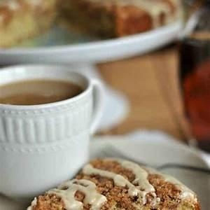classic-banana-streusel-coffee-cake-with-maple-glaze image