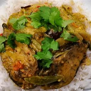 delicious-aubergine-curry-vegetarian-indian-eggplant image