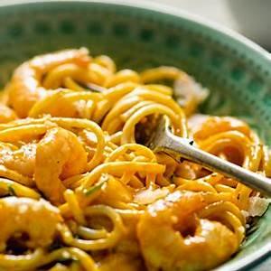 bubbas-creamy-spicy-seafood-pasta-paula-deen image
