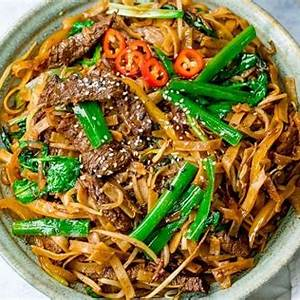 easy-beef-chow-fun-recipe-nickys-kitchen-sanctuary image