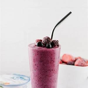 mixed-berry-yogurt-smoothie-healthy-easy-vegan image