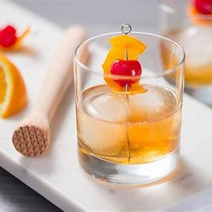 the-classic-whiskey-old-fashioned-cocktail image