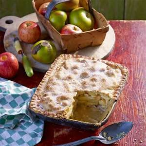 paul-hollywoods-apple-and-wensleydale-pie-dessert image