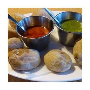 canarian-mojo-sauce-recipe-green-red-mojos-canary image