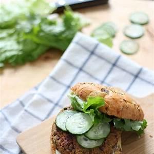 quinoa-mushroom-and-zucchini-veggie-burgers image