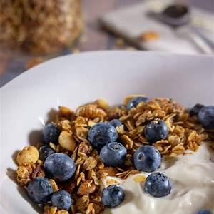 cinnamon-nut-homemade-granola-recipe-the-flour image