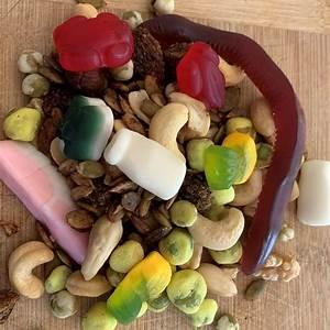 the-ultimate-hiking-snack-scroggin-jocc image