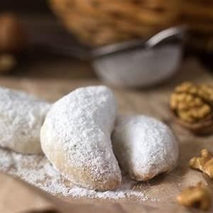 walnut-or-fruit-filled-crescent-cookie-rosky image