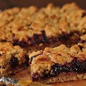 raspberry-oatmeal-squares-joyofbakingcom-video image