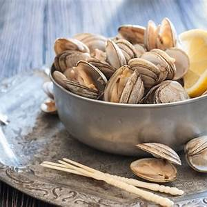 steamed-clams-with-bacon-and-beer image