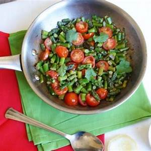 asparagus-with-garlic-and-cherry-tomatoes image