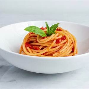 spaghetti-al-pomodoro-recipe-a-classic-italian-pasta image