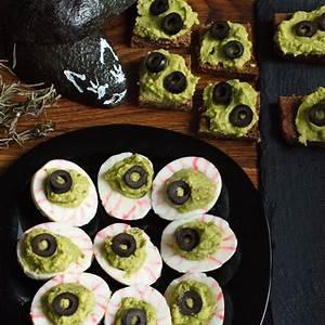 monster-eyes-deviled-eggs-recipe-cookme image
