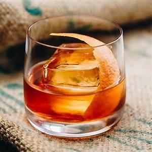bourbon-old-fashioned-cocktail-recipe-liquorcom image