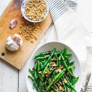 balsamic-green-beans-with-walnuts-healthy-seasonal image