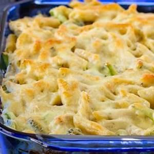 chicken-alfredo-casserole-recipe-food-fanatic image