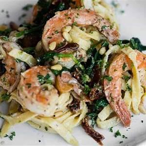 creamy-sun-dried-tomato-shrimp-pasta-self image