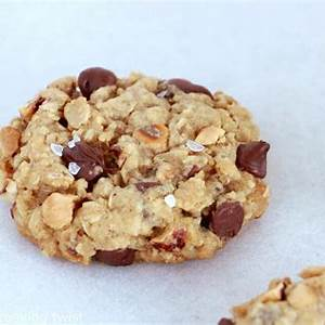 hazelnut-chocolate-chip-oatmeal-cookies-dels image
