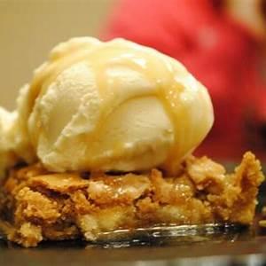 copycat-applebees-walnut-blondie-with-maple-butter-sauce image