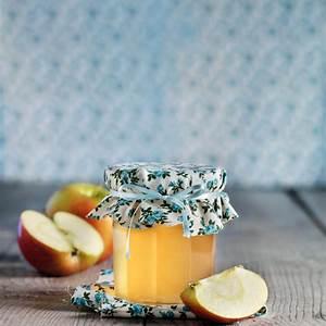 rhubarb-and-apple-jelly-monsieur-cuisine image